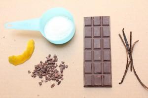 Cascara de naranja, coco, nibs de cacao, chocolate en barra, vaina de vainilla