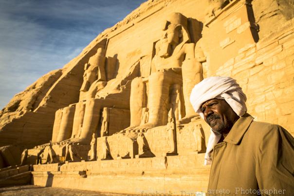 Acabo de volver de un viaje de dos semanas por Egipto con mi pareja. Previamente al viaje, recibí bastantes miradas de desaprobación, pues se supone que Egipto es un país peligroso desde la primavera Árabe. Aunque ahora que lo pienso, es mi tercera visita a la tierra de los faraones en 20 años, y antes de cada viaje recibí las mismas miradas de preocupación y desaprobación, sobretodo cuando la gente se entera que viajo por mi cuenta y sin tour o viaje organizado. En América Latina tenemos una gran fascinación por Egipto, pero los...