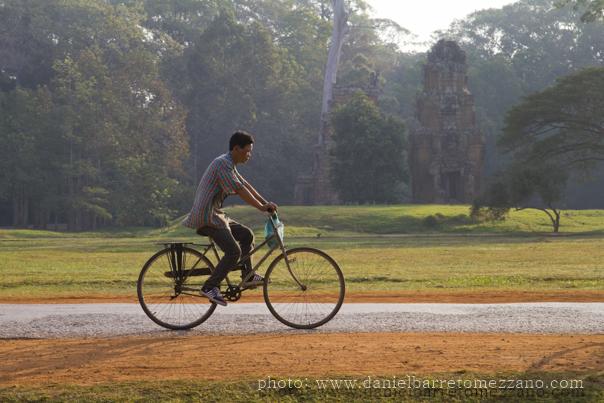 3641_Angkor_bike