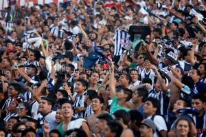 Más de 15 mil en el estadio con un calor insoportable.