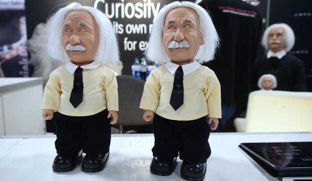 Al conmemorarse el aniversario del nacimiento de Albert Einstein el 14 de marzo pasado, nos llamó la atención algunos detalles de la causa de su muerte: un aneurisma abdominal complicado. Aprovechando el caso, revisaremos ese tema, haciendo hincapié en las limitaciones terapéuticas propias de la época en que ocurrieron los hechos. (Foto: AFP)
