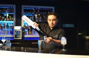Manuel Cigarróstegui enfriando la copa.