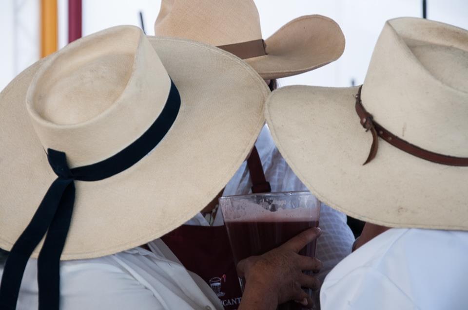 sombreros y chicha