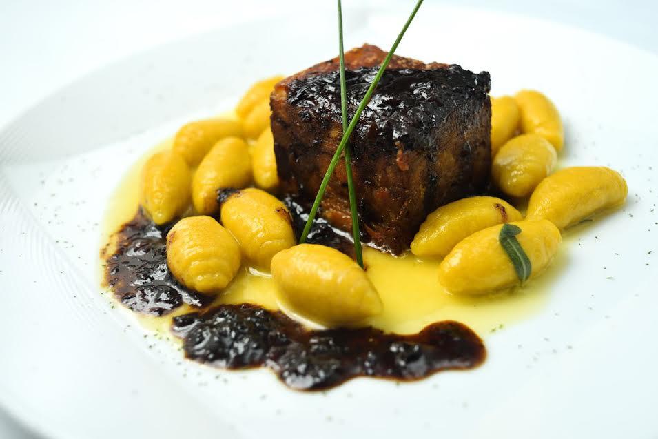Una agradable experiencia de cocina italo-peruana, con platos de siempre y novedosos, bajo la dirección del chef propietario Diego Ascenzo.