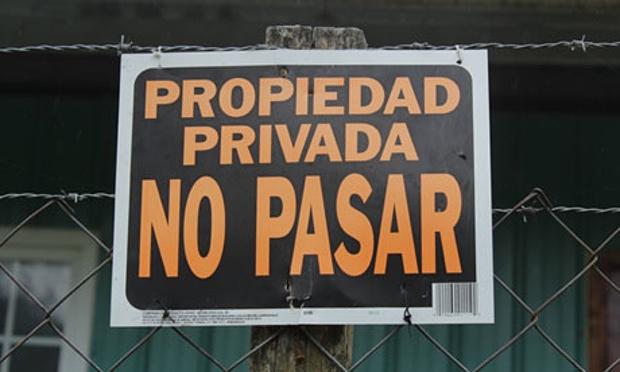 Letrero en el criadero de los salmones transgénicos de Aquabounty en Panamá. Fuente: The Guardian.