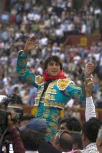FOTO: JUAN PONCE / ARCHIVO DE EL COMERCIO TRIUNFO TRAS TRIUNFO. La forma de convertirse en figura para Andrés, es asociar su nombre con muchos triunfos sucesivos.