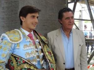 FOTO: ARCHIVO DEL MATADOR José Antonio Campuzano y Andrés Roca Rey; el torero peruano con su apoderado y maestro.