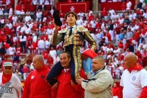 FOTO: CULTORO Andrés, único torero capaz de salir en hombros dos veces en Pamplona, en 2016, ha sido el triunfador de la Feria de San Fermín.