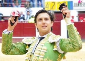 FOTO: CULTORO Ayer, en Bogotá, Andrés cortó dos orejas a un toro complicado y salió en hombros. De nuevo conquistó a la afición colombiana.