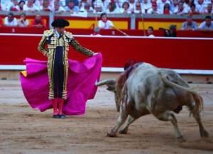 Andrés Roca Rey, triunfo a cambio de su sangre en la Feria de San Fermín (con videos de Pamplona)