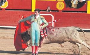 FOTOS: JUAN PONCE La madurez taurina de Fernando Roca Rey y su decisión posibilitaron dos buenas faenas ayer en Acho: cortó una oreja en el cuarto toro.