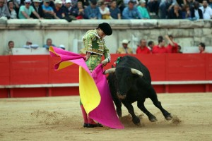 Ayer en Nimes, Francia, Padilla triunfó y Roca Rey obtuvo una oreja (con el video de la corrida)