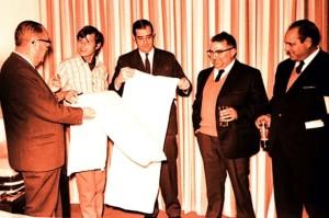 FOTO: LADIS El Cordobés, la almohada y los principales empresarios en 1967.
