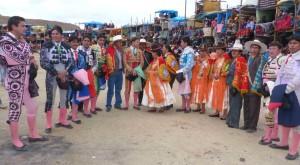 FOTO: ABRAHAM CCALLO Alferados en Ayaviri, Puno, los que organizan y financian las corridas por devoción y reconocimiento social en su ciudad: la prueba del sincretismo taurino.
