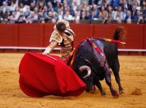 Los dos toros de El Juli se apagaron a mitad de la faena de muleta.