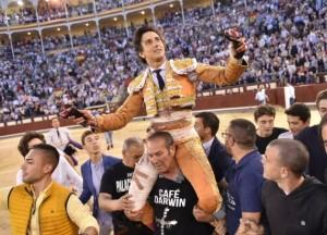 FOTOS: LUIS SÁNCHEZ OLMEDO, CULTORO Un peruano, Andrés Roca Rey, no solo triunfóen Madrid; marcó un hito en la historia de la tauromaquia y se alzó como primera figura del toreo.