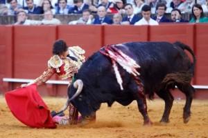 Roca Rey se adueñó de Sevilla con gran faena (con videos)