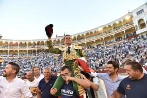 FOTO: LUIS SÁNCHEZ OLMEDO - CULTORO Antonio Ferrera, el sábado: la felicidad de salir en hombros.