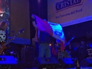 Blood Feast con la bandera peruana