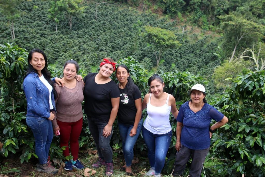 VanesaFabian y asociacion de mujeres de chirinos_cafe_cafelab.pe