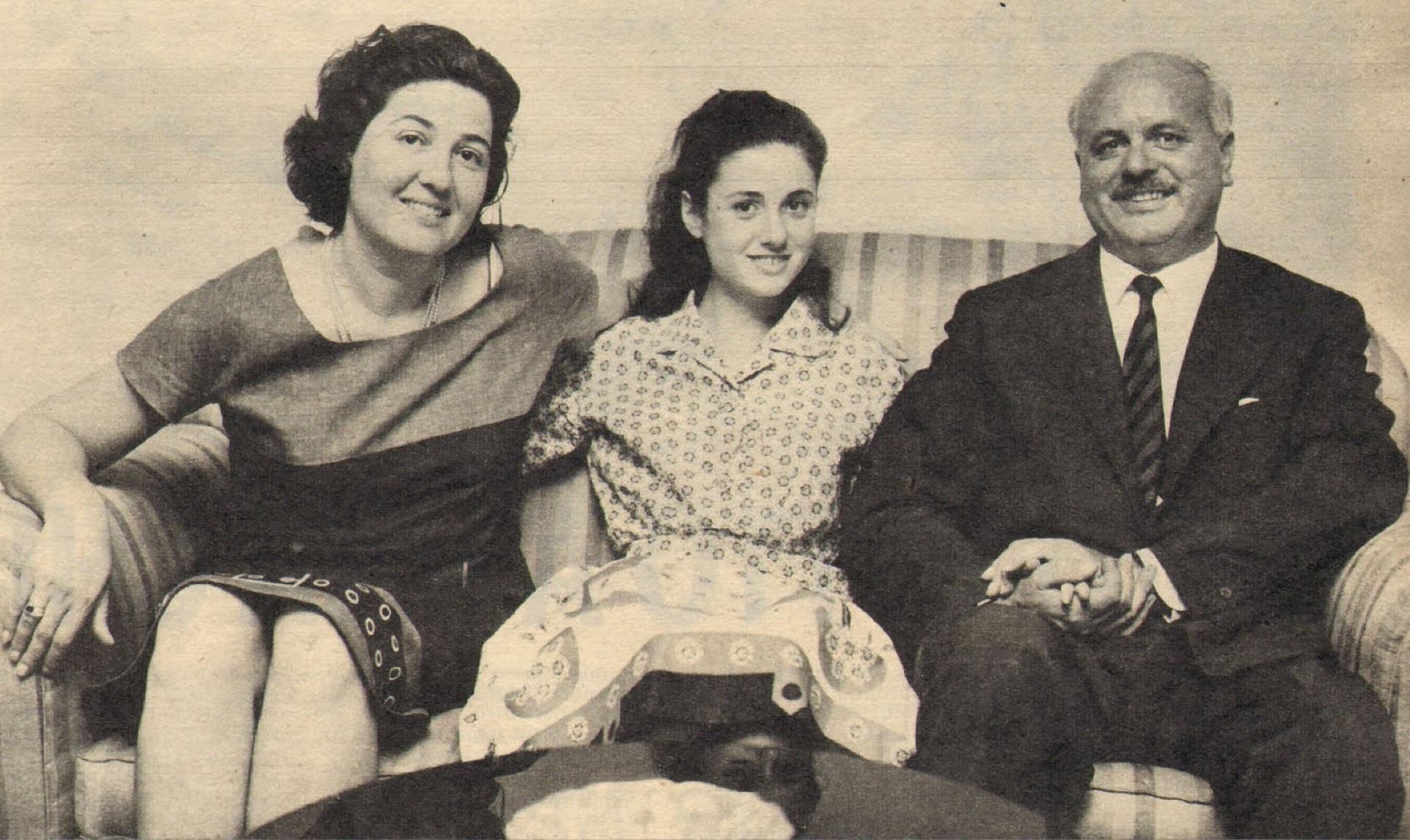 Gigliola Cinquetti con sus padres en la casa de Verona.