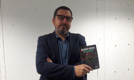 """Conversamos con el escritor Pedro Llosa Vélez a propósito de """"Blanca Nieves en el exilio"""", su más reciente libro de cuentos publicado por editorial Trascender"""
