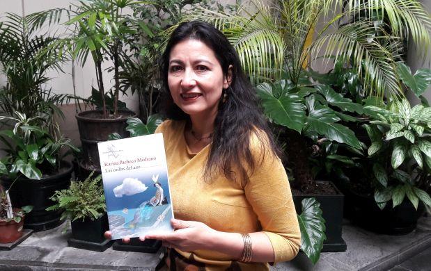 """Conversamos con Karina Pacheco, escritora, ganadora del Premio Luces 2013, a propósito de su novela """"Las orillas del aire"""", presentada en la reciente FIL Lima 2017"""