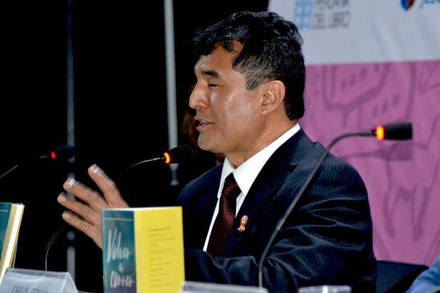 Conversamos con Carlos Serván, el policía invidente autor de uno de los libros más vendidos en la FIL Lima 2017
