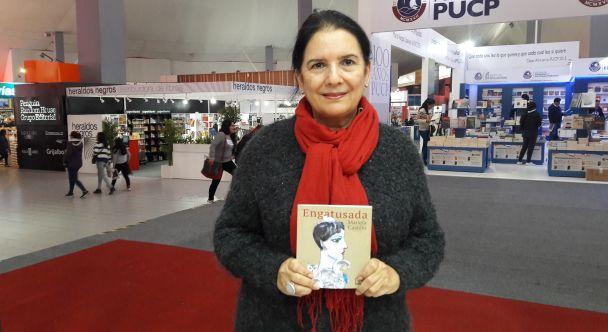 """Conversamos con Mariela Castillo sobre su primer libro, """"Engatusada"""", publicado por el sello Peisa y presentado en la reciente FIL Lima 2017"""