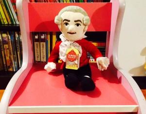 Muñeco de Mozart - OJO DE PEZ (tiene una llave que, al dar vuelta, hace sonar una melodía)