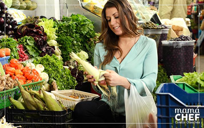 Mamá Chef Colette Olaechea   de compras de frutas y verduras. Mercado de Surquillo, Miraflores. Puesto 104 de la Sra. Teresa (también compramos en el puesto 103 verduleria Irma y puesto 106 de la Sra. Mariza Rubio.