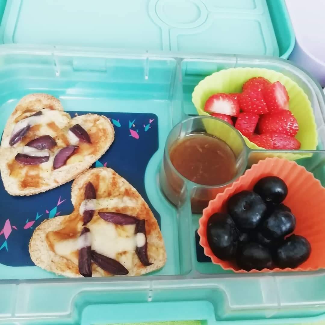 mini pizzas- pizzas- arandanos- almendras- miel de abeja- fresas- lonvheras- mama chef- colette olaechea
