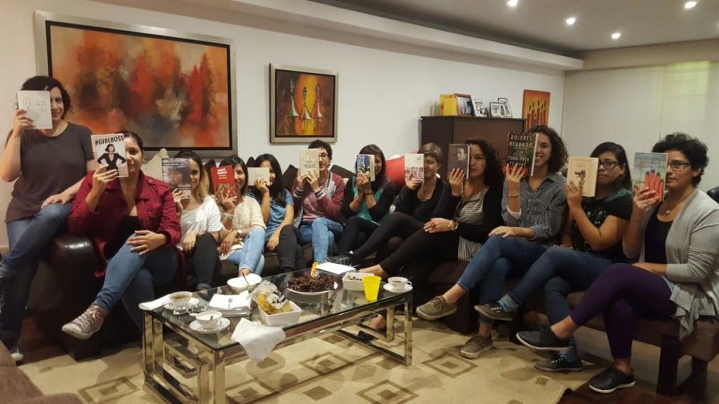 Las chicas en la última reunión del club.