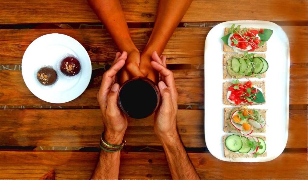 Sea porque quieres probar algo nuevo o porque ya eres vegano o vegetariano, te dejo opciones de restaurantes veganos y saludables que han preparado algo especial por San Valentín.