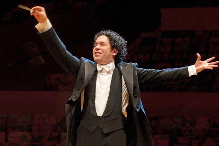 El venezolano Gustavo Dudamel inicia esta serie de conciertos en vivo