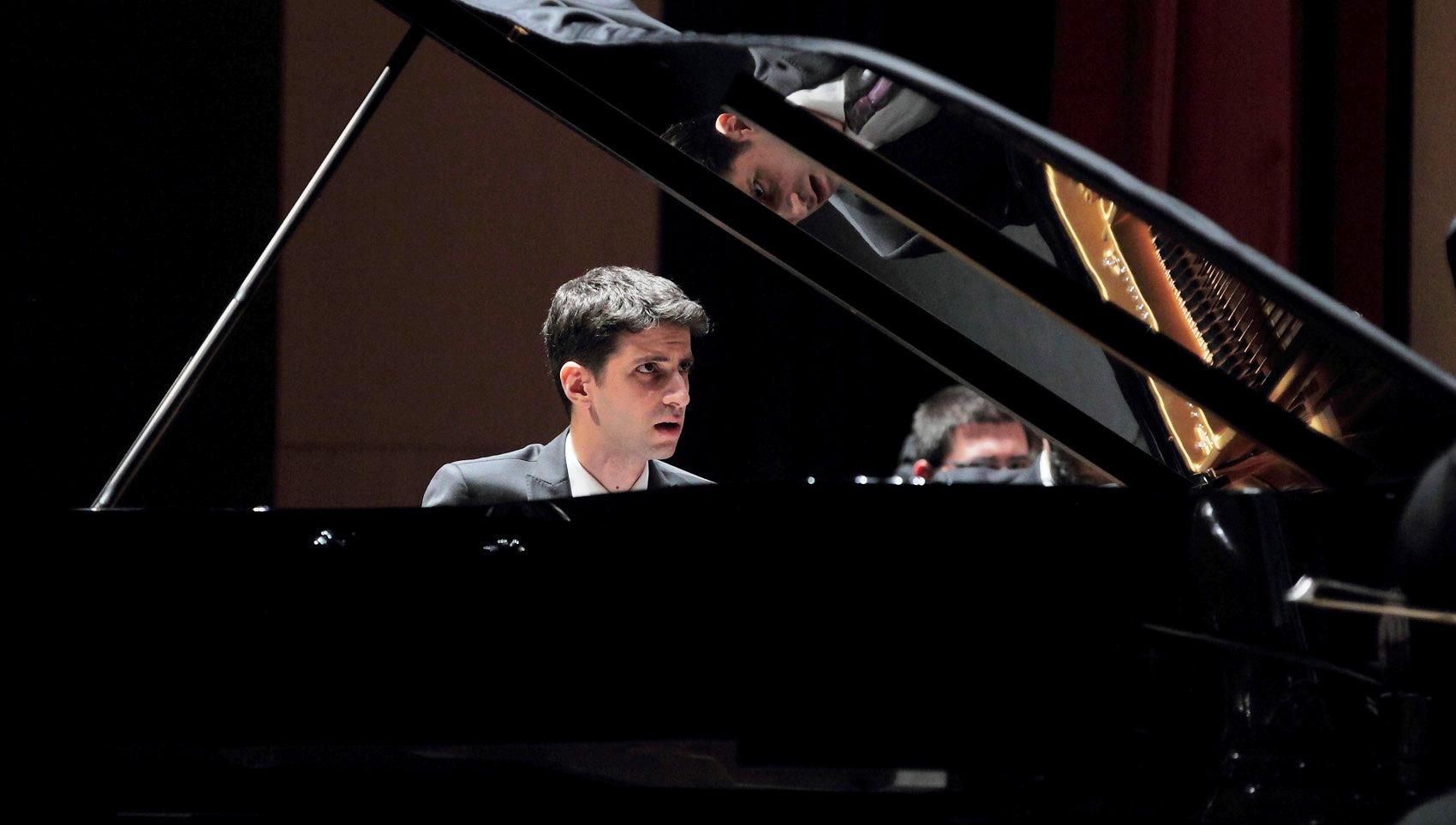 Pianista ofrecerá variado programa con obras de Schumann, Ravel, Bartók, Bach, Brahms y Mussorgsky