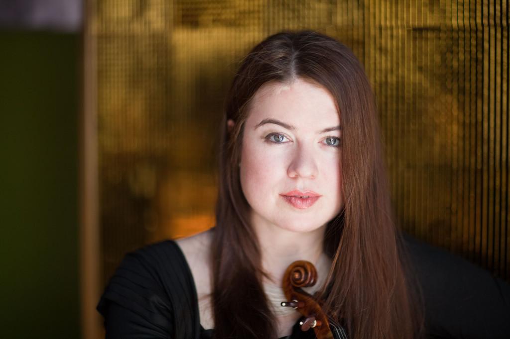 """Lara St. John ha sido descrita como """"un fenómeno"""" por la revista Strad y """"una solista altamente poderosa"""" por el New York Times. (Paul Clancy)"""