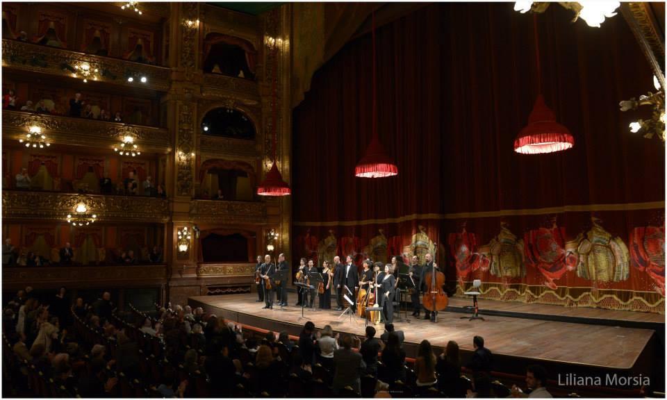 Durante uno de los dos conciertos que dió en el imponente Teatro Colón. Foto: Liliana Morsia