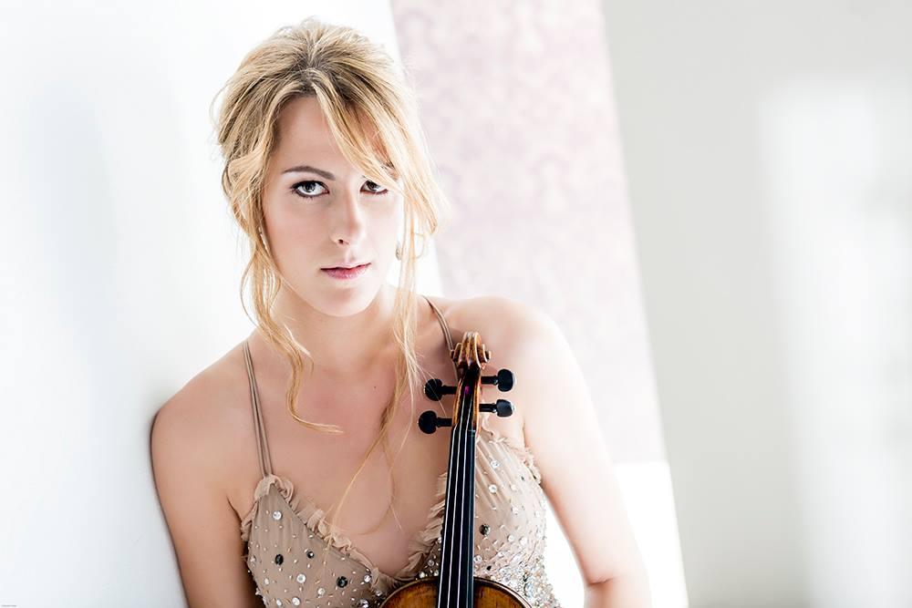 La estrella italiana del violín Francesca Dego se presentará en Lima con la Orquesta Sinfónica Nacional e interpretará Concierto para violín de Johannes Brahms, el viernes 28 de abril, a las 8:00 de la noche, en el Gran Teatro Nacional junto a la Orquesta Sinfónica Nacional del Perú.