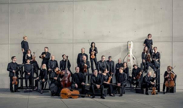 Con más de seis décadas de actividad, esta agrupación germana es una de las orquestas de cámara más antiguas y respetadas de Europa. Su solista en esta gira es la violinista Veronika Eberle quien ha sido calificada por el New York Times como una intérprete audaz, con una técnica formidable.