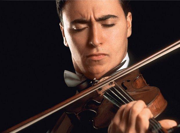 """Quien estuvo inmerso en la música incluso antes de nacer, hoy por hoy es uno de los mas populares y elogiados violinistas del mundo. Maxim Vengerov a pesar de su corta edad (43 años) parece mucho mayor ya que durante décadas ha cosechado éxitos alrededor del mundo. """"Cuando todavía estaba en el vientre de mamá, oí a David Oistrakh dar uno de sus últimos conciertos en Rusia, interpretando el concierto de Tchaikovsky."""" dijo alguna vez. Quizá ese suceso haya determinado su destino. Aclamado como uno de los mejores músicos del mundo y a menudo referido como el mejor violinista de la actualidad, Maxim Vengerov goza de reconocimiento internacional como director de orquesta y es uno de los solistas más solicitados de la escena clásica. Vengerov llegará a Lima acompañado del pianista Vag Papian, y ofrecerá un programa con obras de Beethoven, Brahms, Franck y Ravel."""
