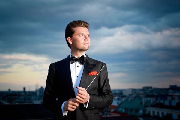 ENTREVISTA Rachlin recientemente fue nombrado Director Asociado de la prestigiosa Royal Northern Sinfonia, orquesta de cámara de gran prestigio en Gran Bretaña. Con ellos realiza un intenso trabajo y estará de gira en Sudamérica, presentándose en Lima este viernes 7 de julio en el Gran Teatro Nacional, dentro del Ciclo Extraordinario de conciertos de la Sociedad Filarmónica de Lima.