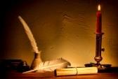 11825134-antique-pergamentpapier-blatter-rollen-gebunden-mit-string-leuchtet-bei-kerzenlicht-auf-einem-vintag