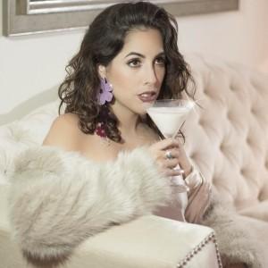"""Micaela Salaverry vuelve a transformarse en su nuevo sencillo """"Mala fama"""""""