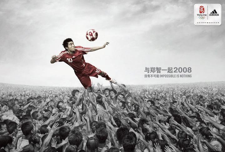 """Te preguntarás cómo es posible que en un país de 1.350 millones de habitantes no existan 11 futbolistas capaces de lograr la clasificación de China al Mundial. Los fans chinos también se preguntan lo mismo y esta es una de las explicaciones más divertidas: """"Hay dos cosas que frenan a los jugadores de la selección china: el pie derecho y el pie izquierdo""""."""