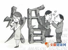 """Tóng qī  同 妻  significa literalmente """"esposa de homosexual"""".  Es el nombre que reciben las mujeres heterosexuales casadas con hombres gay en China. Se calcula que existen entre 16 y 25 millones de mujeres chinas perdidas en este laberinto. Desde el 2003, la socióloga Lin Yinhe ha intentado sin éxito introducir esta problemática en la Asamblea Popular Nacional (Congreso chino) para abrir el debate sobre la Ley del Matrimonio entre personas del mismo sexo. Pretende convencer a los congresistas que con la aprobación de esta ley desaparecería la figura de las """"tonqi"""" ya que los homosexuales podrían casarse y adoptar. Por 14 veces ha fracasado."""