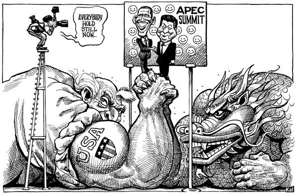 """Además del cielo azul y el aire puro que nos regaló APEC, nada quedó más claro que la disputa entre EE.UU. y China por el liderazgo en el Pacífico. Esta viñeta de """"The Economic Asia"""" revela el """"mano-a-mano"""" entre ambas potencias por impulsar desde sus propias orillas de intereses, mecanismos de libre comercio para los bloques que encabezan. ¿Y quién ha ganado en esta lucha de brazos por la hegemonía en el Pacífico?"""