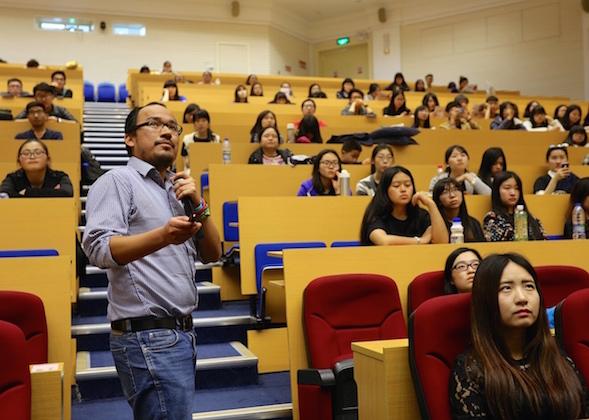 Desde el 2009 que empezó la ola por los estudios en China, el perfil de los estudiantes peruanos que arriban a este país por motivos académicos ha variado drásticamente. La nueva generación está orientada a estudios de MBA (y sus variantes como MIB, EMBA) y maestrías muy especializadas. En este campo en particular, China es un océano de oportunidades.