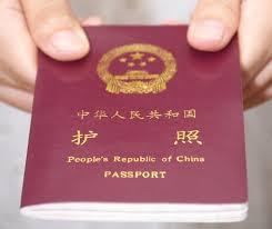 Solo el año pasado, más de 120 millones de turistas chinos viajaron a 150 destinos del mundo. El canciller Wang Yi anunció que los ciudadanos chinos pueden viajar a 54 países y regiones del mundo sin necesidad de visado o con una visa que se obtiene en el punto de ingreso. Países como EE.UU., Canadá, Reino Unido, entre otros, han flexibilizado los trámites de visado para turistas y empresarios chinos. En América Latina y el Caribe una decena de países ya no exige visa a los ciudadanos chinos mientras que otros seis han simplificado el procedimiento.