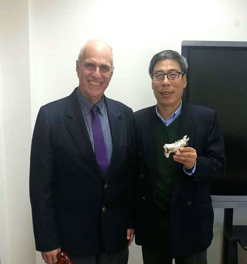 Con la Universidad de Beijing